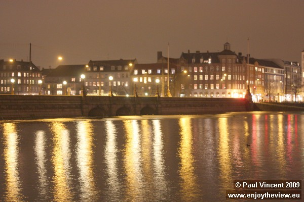 The Dronning Louises bridge by night. It separates the Sortedams lake from the adjacent Peblinge lak