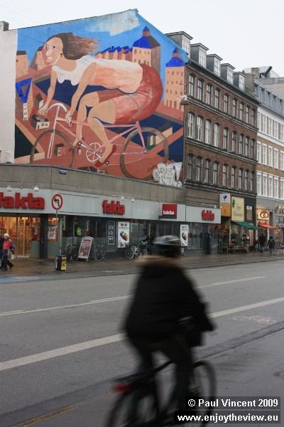This huge painting pays tribute to the cycling culture in Copenhagen.
