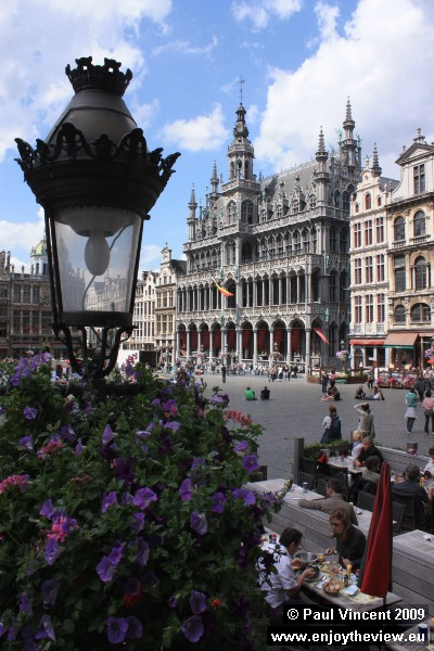 Early afternoon tranquillity in the Grand Place.