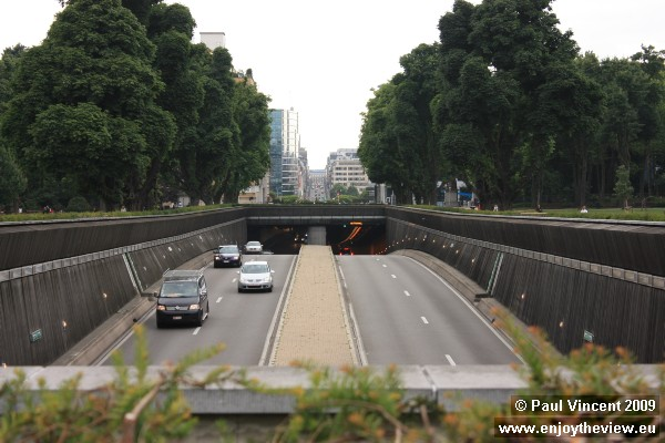 The Belliard Tunnel carries the continuation of the N3 motorway through the Parc du Cinquantenaire.