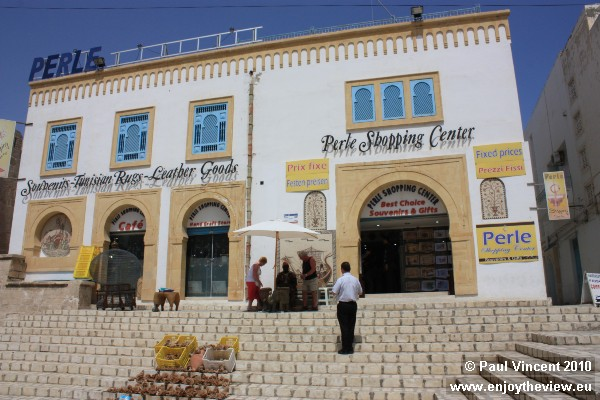 One of few fixed-price shopping centres within the Sousse medina.