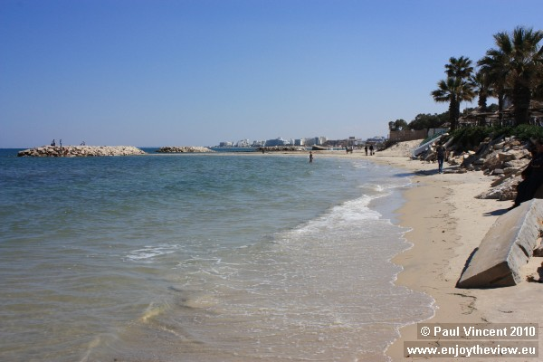 The beach winds from Port El Kantaoui to Sousse.