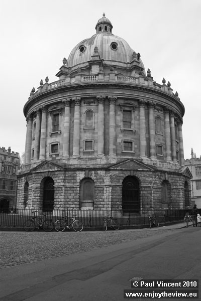 The Radcliffe Camera is a building of Oxford University, designed in the English Palladian style.