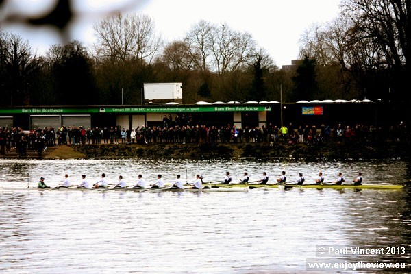 Oxford has the lead as the crews pass Barn Elms Boathouse.