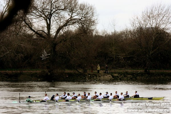 Oxford has a very narrow lead in the 2013 Boat Race.