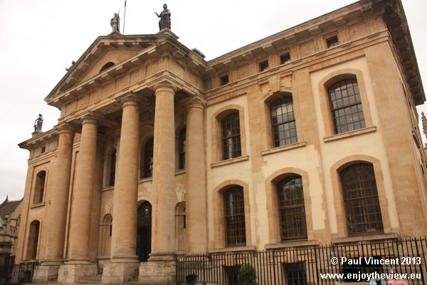 The Clarendon Building was built between 1711 and 1715 to house the Oxford University Press.