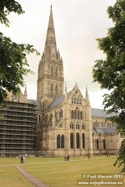 The whole project, including the West Front, cloisters and Chapter House, was completed by 1266.