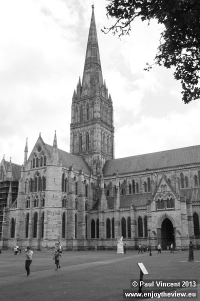The clergy of southeast England were asked to contribute to the construction of the cathedral.