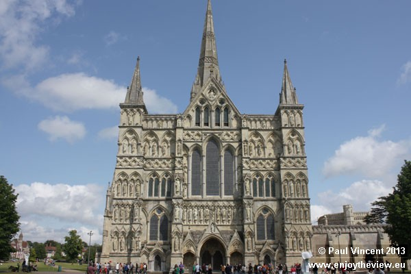 The foundation stone was laid on in 1220. The nave, transepts and choir were completed by 1258.