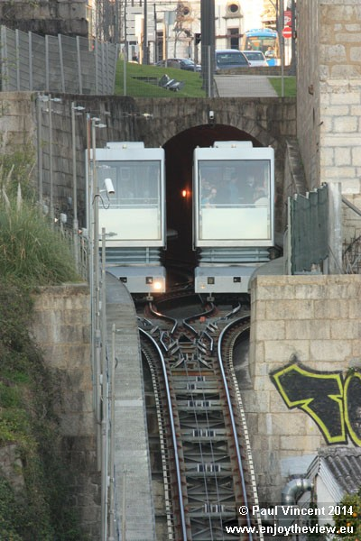 A passing section allows two cabins to operate on the otherwise-single line.
