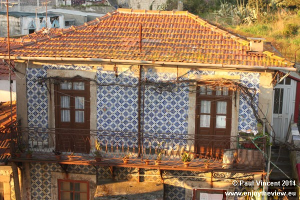 A small home beside the Dom Luís Bridge.