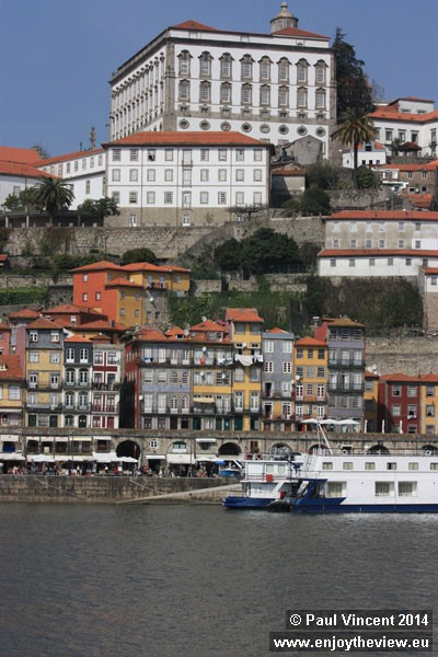 The large building at the top here is the former residence of the bishops of Porto.