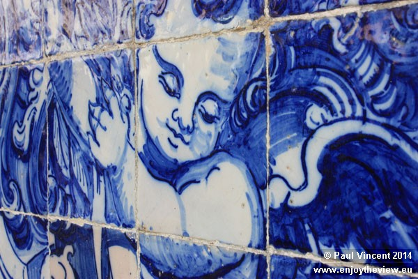 The tiles depict the lives of St. Francis of Assisi and Santa Catarina.