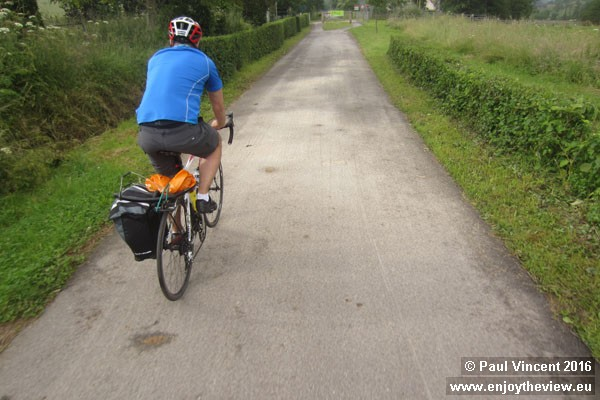 Gareth is transporting his rear mudguard to Paris, despite having removed it to protect the tyre.