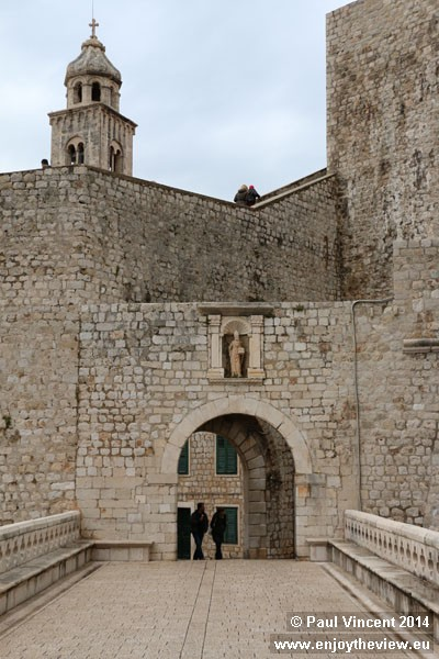 The second major entrance to the city stands on the eastern side of the walls.