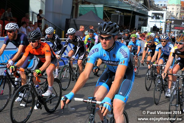 Riders in the Kermesse, and most other races, get to complete a warm-up lap ahead of the race.